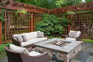 18 effective ideas how to make small outdoor seating area for Whirlpool garten mit balkon pergola
