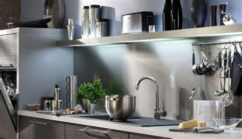 quelle couleur de credence pour cuisine blanche quelle crédence et quelle couleur au mur pour une cuisine blanche et wengé