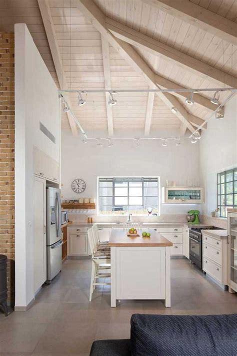 country kitchen lighting ideas pictures מהעיר אל הכפר כך תהפכו בית מודרני לבית בסגנון כפרי