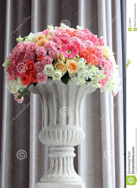 how to arrange flowers in a vase arrange flowers in a vase royalty free stock photography image 27180297