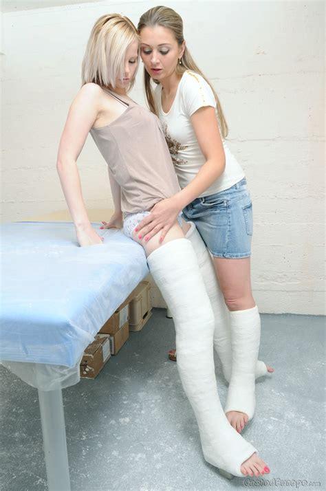 2 Girlfriends Long Leg Cast Leg Cast It Cast