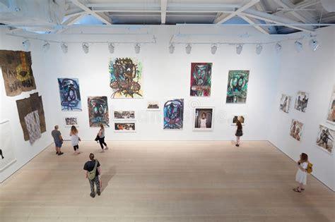 visitors  art exhibition  saatchi gallery  london