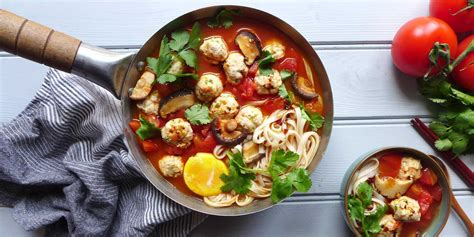 Remove from heat, add spinach, fish sauce and cilantro. Chicken meatball noodle soup (肉丸汤面) - Red House Spice