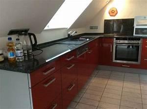 Grosse rote kuche mit neff elektrogerate und granit for Rote arbeitsplatte küche