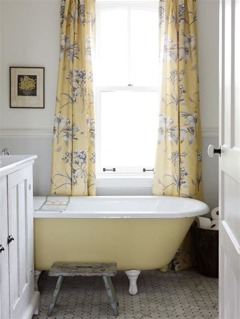 Hgtv Bathrooms Makeovers by 8 Bathroom Makeovers From Fave Hgtv Designers Hgtv