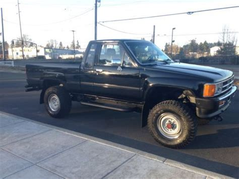 find   toyota pickup  extracab  automatic