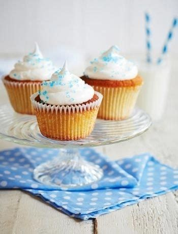 Pop the sponges in the oven for around 25 minutes (or until done) and watch the magic happen! Edible Gifts | Meringue frosting, Good food channel, Yummy cupcakes