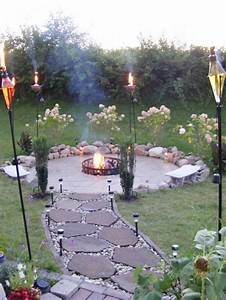 gartenwege mit natursteinen fur hobbygartner With feuerstelle garten mit kleines sonnensegel für balkon