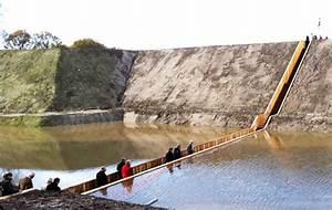 Holz Versiegeln Gegen Wasser : konstruktion aus accoya holz f hrt durchs wasser graben ~ Lizthompson.info Haus und Dekorationen