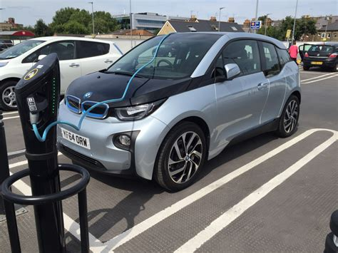 electric cars uk drivers    parking charging