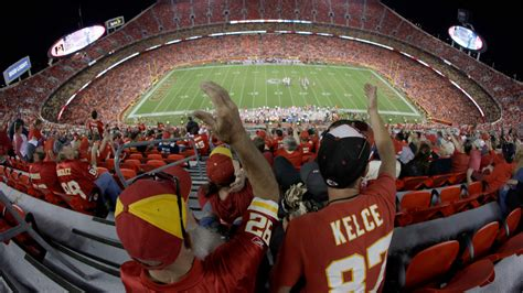 chiefs  packers weather forecast cloudy skies