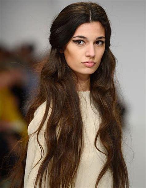coupe cheveux ondulés coiffure cheveux longs ondul 233 s hiver 2016 coiffure cheveux longs des coupes de cheveux longs