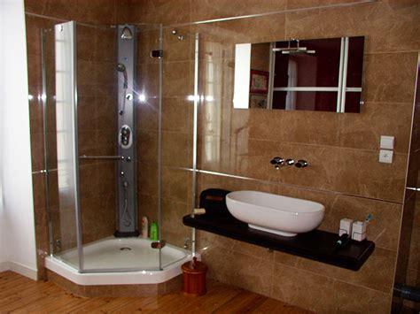 credence ou carrelage cuisine carrelage salle de bains et à l 39 italienne carrelage mural et balnéo spa