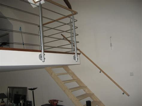 peindre un escalier en pin brut