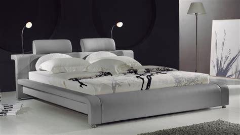 canapé d angle avec appui tête lit design contemporain bianco un lit moderne en cuir au