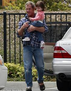 Mel Gibson plays doting father to Lucia, 2, amid custody ...