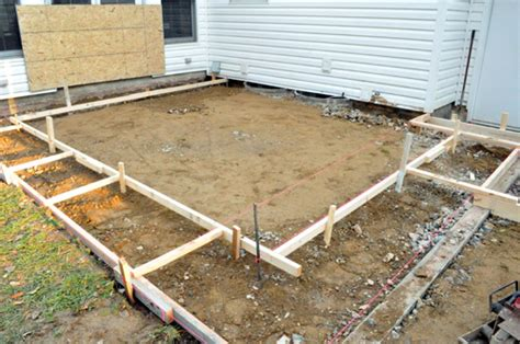 how to build a concrete patio with bluestone inlay