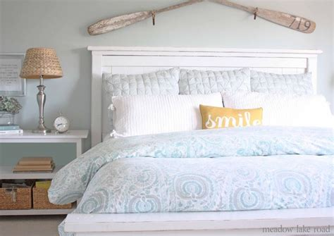 White Accent Pillows For Bed by 25 Best Ideas About Pillow Arrangement On Bed
