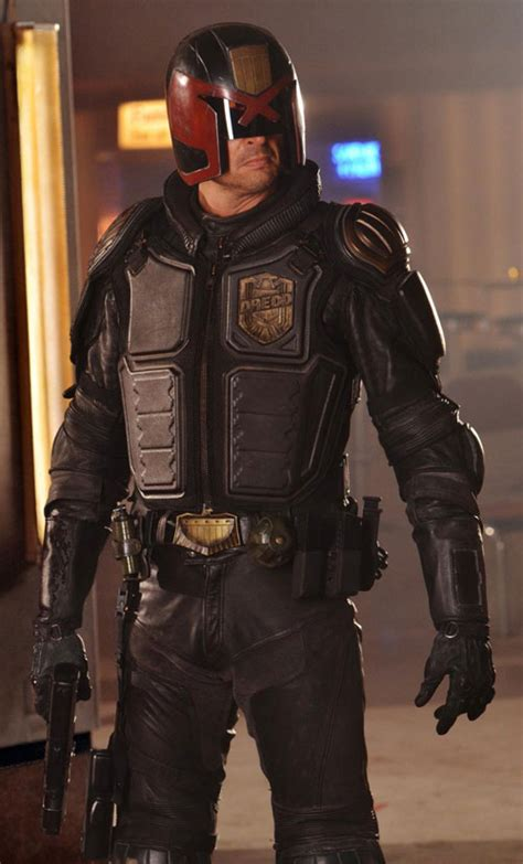 dredd  karl urban  trailer pictures posters