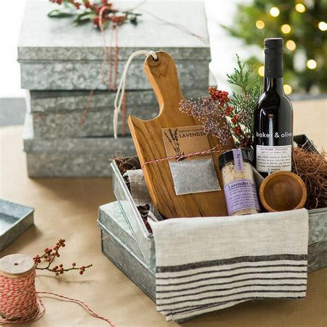 unique kitchen gift ideas 1000 ideas about kitchen gift baskets on gift