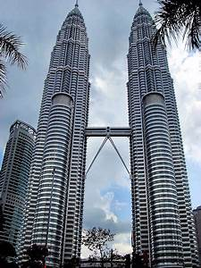 petronas twin towers in kuala lumpur malaysia encircle With how many floors are there in twin towers