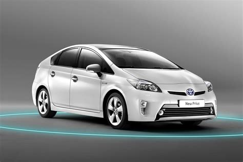 Toyota Prius by Facelifted 2012 Toyota Prius Quietly Makes World Premiere