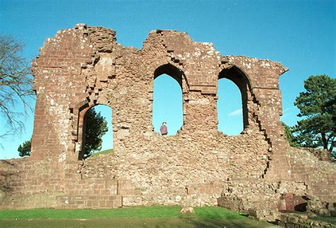 egremont castle visit cumbria