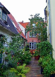 Tiny House Germany : narrow alleyways lined with tiny houses lubeck germany pinterest house tiny house and ~ Watch28wear.com Haus und Dekorationen