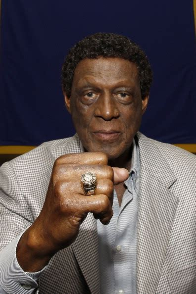 lakers legend elgin baylor   honored  statue