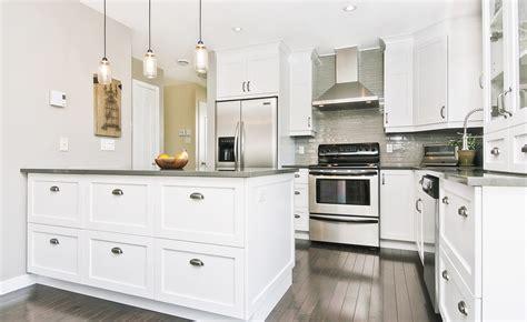 armoir de cuisine cuisine armoires de cuisines qu 233 bec cl 233 en