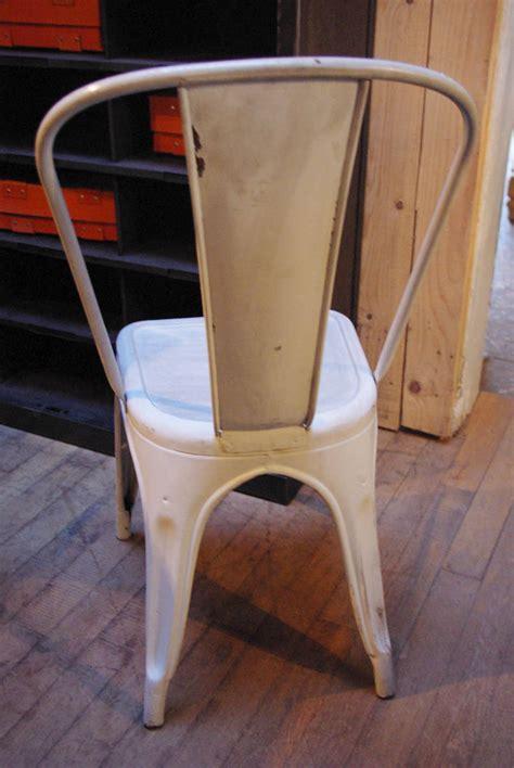 chaise tolix ancienne chaise tolix par le marchand d 39 oublis