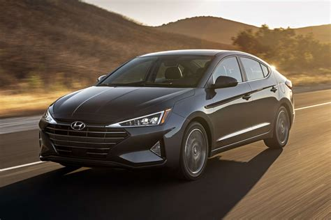 2019 Hyundai Elantra Isn't Just Edgy, It's All Triangles