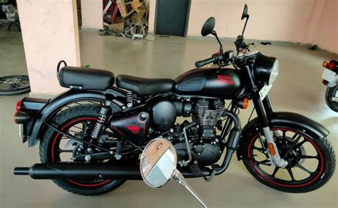 The brand royal enfield was back in the market with the bullet 350 and the new models designed and sales grew rapidly as the bikes developed, followed by classic british motorcycle enthusiasts. 2020 Royal Enfield Classic 350 BS6 Model Spotted Again - CarandBike