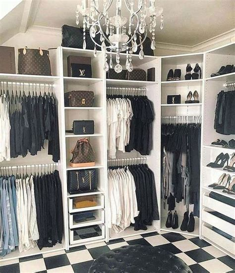 10 Reasons To Declutter Your Closet Right Now 10 reasons to declutter your closet right now decoholic