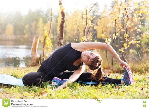 Sirsasana is often referred to as the king of all yoga poses and rightly so, since it is one of the practice's most difficult to master. Pretty Woman Yoga Parivrtta Janu Sirsasana Head To Knee Pos Stock Image - Image of concentration ...
