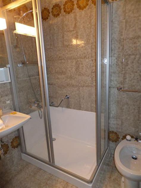 docce piccole dimensioni trasformazione da vasca a doccia sovabad
