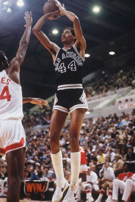 spurs  honor hall  famer george gervin  iceman night san antonio express news