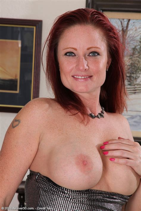 Mature Pictures Featuring Year Old Shelly Jones From Allover
