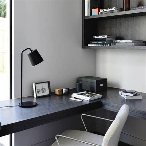 design bureau de travail bureau avec un plan de travail noir