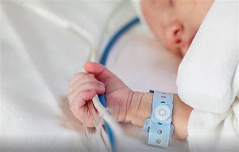 faire dormir bébé dans sa chambre le bébé seul dans sa chambre d 39 hôpital ma famille mon chaos
