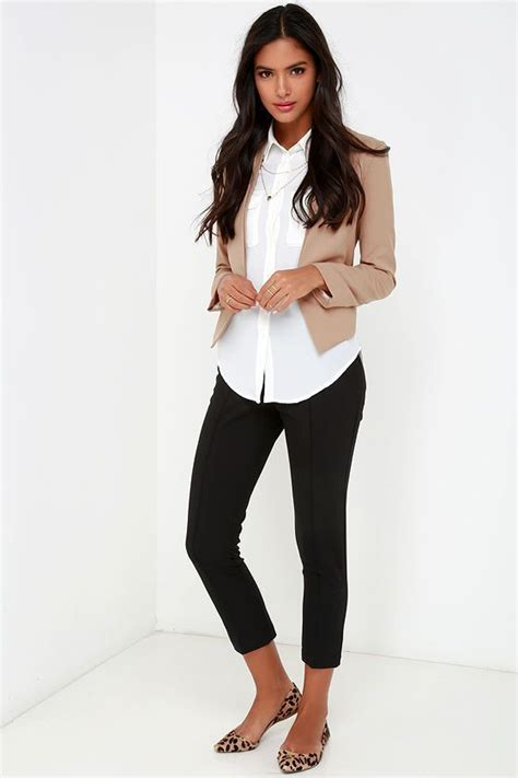 20 Looks To Update Your Summer Office Wardrobe in 2018 | Cropped blazer Work outfits and Besties