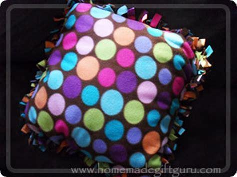 diy  sew fleece pillow covers