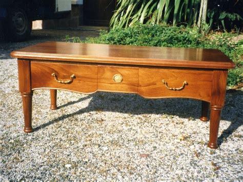 table basse aux pieds tourn 233 s en bois massif livr 233 e 224