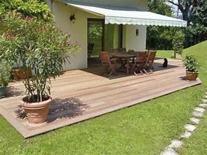 profiter du moindre rayon de soleil confortablement With jardin autour d une piscine 10 terrasse en bois sur poteaux avec escalier moissannes