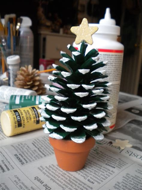 pinecone christmas tree craft crafter s delights tutorial pine cone christmas tree