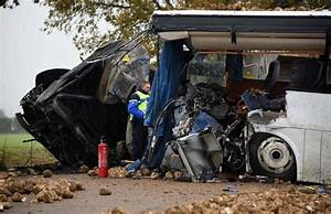 Accident Mortel A Paris Aujourd Hui : en images accident mortel entre un car scolaire et un poids lourd pr s d 39 arras le parisien ~ Medecine-chirurgie-esthetiques.com Avis de Voitures