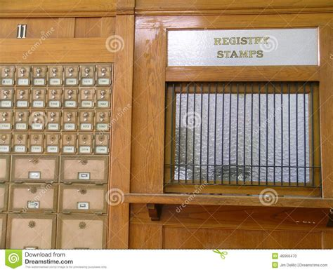bureau de poste moquet bureau de poste ancien photo stock image du temps hublot