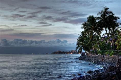 relax  appraise  beautiful hawaii scenery cruise