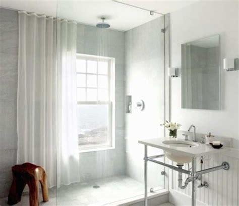 Kleines Bad Mit Dusche Und Fenster by Begehbare Dusche Vor Dem Fenster Wohn Design