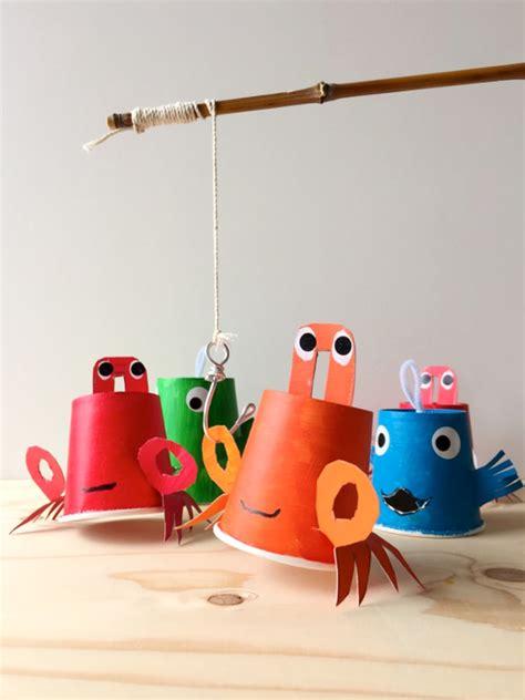 mit kindern fische basteln diy angelspiel mit papier fischen bastelideen zenideen